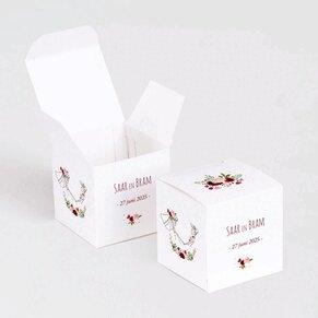 kubusdoosje-bruidspaar-en-bloemenkrans-TA0175-1900016-15-1
